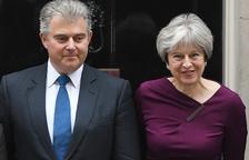 May nombra a un nuevo presidente de partido y reajusta su Gobierno