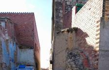 Maials tira 2 cases i obre un carrer per comunicar millor la vila closa