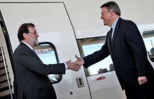 Rajoy inaugura el AVE a Castellón y llega con retraso al sufrir una avería