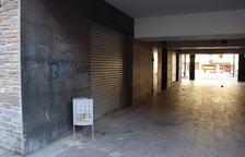 Instal·len càmeres a la plaça del Codina per les queixes veïnals
