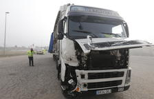 Dos camiones colisionan en la polémica N-240 en Les Borges