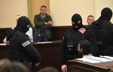 L'únic terrorista viu dels atacs de París calla en el seu judici a Bèlgica
