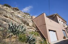 Malles per evitar que caiguin roques a habitatges de Biosca