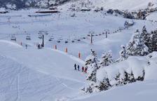La nieve cierra la Bonaigua y supera los 2 metros en pistas