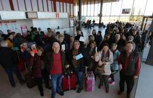 Un centenar de jubilats estrenen els vols de l'Imserso de Lleida a Menorca