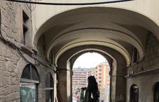 Tanquen al pas de vianants un tram del carrer Sant Miquel de Solsona