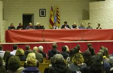 Un pleno masivo en Gimenells abre la puerta hoy a la moción contra Pérez