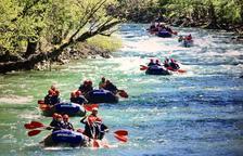 Un centenar de escolares abren la temporada de rafting en el Sobirà