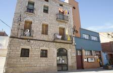 Puigverd de Lleida cuelga la rojigualda y la senyera a media hasta
