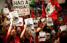 Un jutge brasiler exigeix a Lula que s'entregui avui