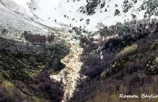 Una gran allau arranca arbres i enterboleix l'aigua potable a Isil