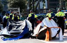 Barcelona desallotja de plaça Catalunya els sensesostre