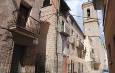 Torregrossa tanca al trànsit un carrer pel mal estat de dos cases