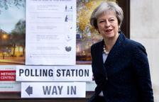 Laboristes i conservadors segueixen líders al Regne Unit