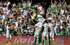 El Sevilla logra su plaza para la Europa League en el derbi sevillano