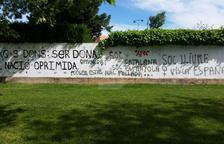 Acto vandálico contra un mural feminista en Agramunt