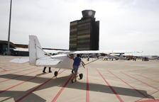 Mil persones visiten la fira aeronàutica de l'aeroport d'Alguaire