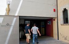 La Guàrdia Civil escorcolla tres ajuntaments de Girona