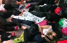 El Gobierno verá caso por caso si puede dar asilo a los migrantes del Aquarius