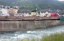Vielha assegura un mur danyat pel fred i l'avinguda de la Garona