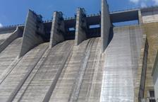 La presa de Rialb rebosa agua por primera vez en cuatro años
