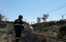Un fuego destruye un taller de reparación en Alcarràs