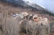 Vecinos de Mencui, en Soriguera, avisan de grietas tras caer una lader