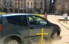 Vic acusarà el conductor que va envestir les creus per delicte d'odi