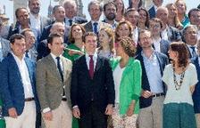 La nueva ejecutiva del PP se fotografía por primera vez en la fuente de Montjuïc