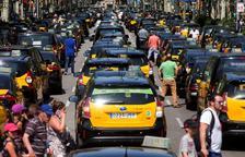 Huelga indefinida de los taxis contra las VTC en Barcelona