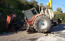 Ferit lleu al tenir un espectacular accident amb el tractor a Torrefarrera