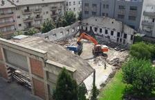 Derriban la antigua Alsina Graells para construir el nuevo CAP de La Seu