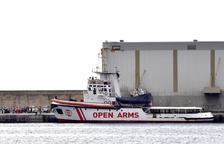 Open Arms busca port per a vuitanta-set rescatats