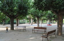 Colocan bancos nuevos en el parque municipal