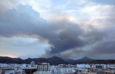 Más de 2.500 desalojados y 1.500 ha quemadas en un incendio en Valencia