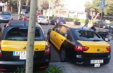 Denuncian actos de vandalismo contra 18 taxis en Barcelona