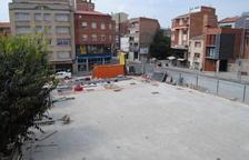 La plaza de l'Ajuntament de Mollerussa ya dispone de nuevo pavimento