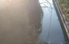 Moren dos joves de 21 i 22 anys al caure amb el cotxe al canal a Bell-lloc