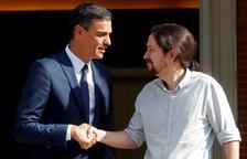 Sánchez e Iglesias acuerdan bajar impuestos a los autónomos y el IVA