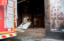 Carrers inundats, el metro afectat i arbres caiguts per la pluja a Barcelona