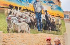Mural de Lily Brik en Juncosa como tributo a un pastor de 94 años