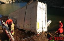 Muere el conductor de un camión tras caer desde un puente de 30 metros en Oliana