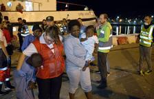 Mueren 3 migrantes al naufragar una patera en el mar de Alborán