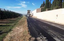 Vila-sana pavimenta el camí d'accés en direcció a Linyola