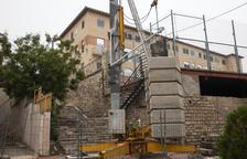 Tàrrega renueva las escaleras próximas al colegio Jacint Verdaguer