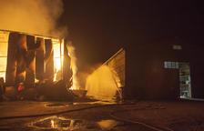 Contención durante toda la noche del fuego en Biosca