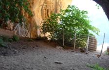 Netegen i tanquen la cova del Tabac de Camarasa