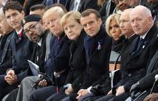 Macron i Merkel criden a cooperar per la pau en una cimera en absència de Donald Trump