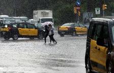 La lluvia colapsa los accesos a Barcelona y complica la circulación en ciudad