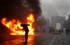 La ola de protestas se cobra 1.400 detenidos y cien heridos en Francia
